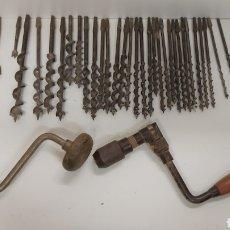 Antigüedades: BERBIQUIS TALADROS MANUALES CON 32 BROCAS. Lote 195124065