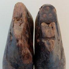 Antigüedades: ANTIGUAS HORMAS O MOLDES PARA FABRICAR ZAPATOS DE NIÑOS PEQUEÑOS DE MADERA Y SUELA DE HIERRO Nº 20. Lote 195129713
