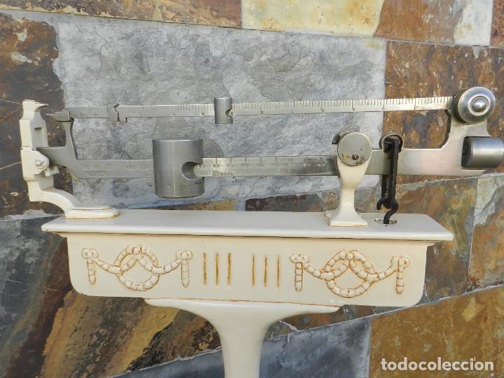 Antigüedades: BASCULA DE FARMACIA AÑO 1920 - Foto 5 - 195169678