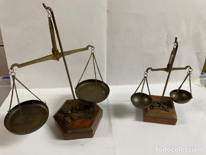 2 VASCULAS ANTIGUAS DE INDIA (Antigüedades - Técnicas - Medidas de Peso - Básculas Antiguas)