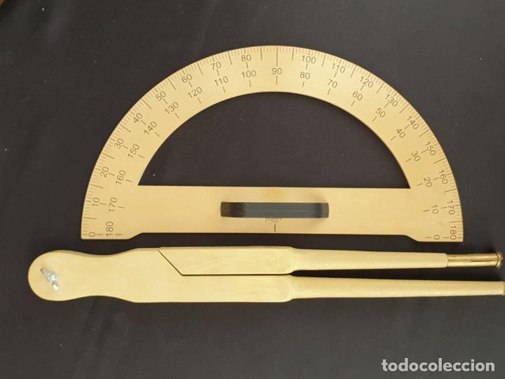 Antigüedades: Compás para pizarra y tiza y porta ángulos para la enseñanza escolar - Foto 2 - 195205062