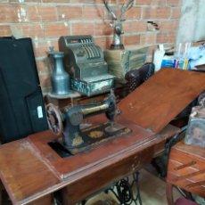 Antigüedades: ANTIGUA MAQUINA DE COSER SINGER FUNCIONA. Lote 195216628