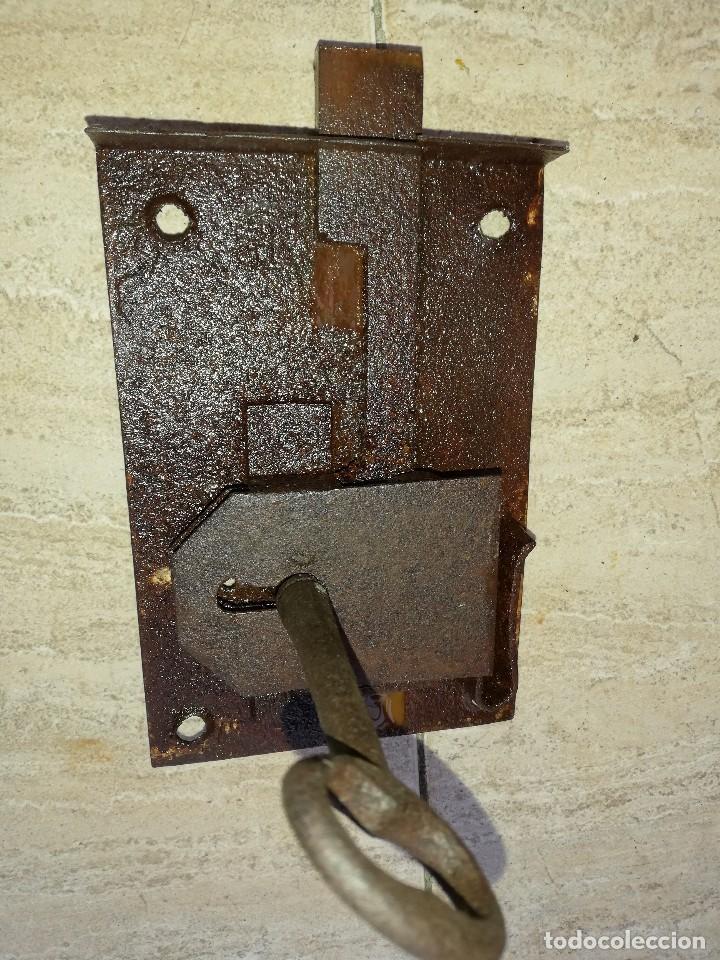 Antigüedades: Cerradura antigua con su llave para puerta - Foto 2 - 195237360