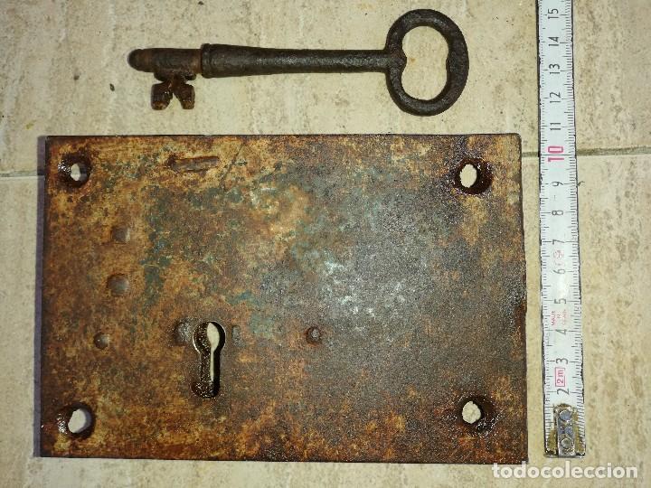 Antigüedades: Cerradura antigua con su llave para puerta - Foto 4 - 195237360
