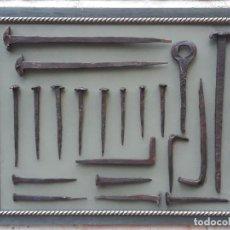 Antigüedades: 3.- CUADRO CON 20 CLAVOS ANTIGUOS EN HIERRO FORJADO - SIGLO XVII - XVIII.. Lote 195242048