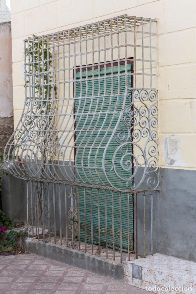 Antigüedades: Espectaculares y únicas, 2 antiguas rejas de Buche en hierro forjado de gran tamaño, Finales del XIX - Foto 3 - 195275703