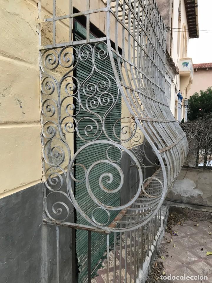 Antigüedades: Espectaculares y únicas, 2 antiguas rejas de Buche en hierro forjado de gran tamaño, Finales del XIX - Foto 6 - 195275703