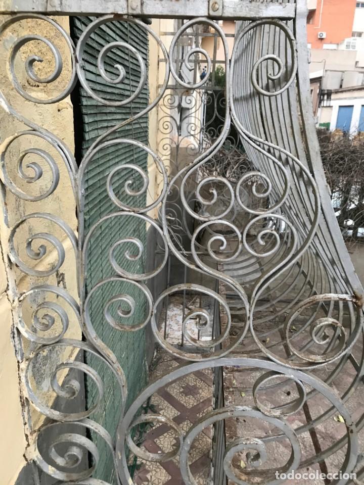 Antigüedades: Espectaculares y únicas, 2 antiguas rejas de Buche en hierro forjado de gran tamaño, Finales del XIX - Foto 8 - 195275703