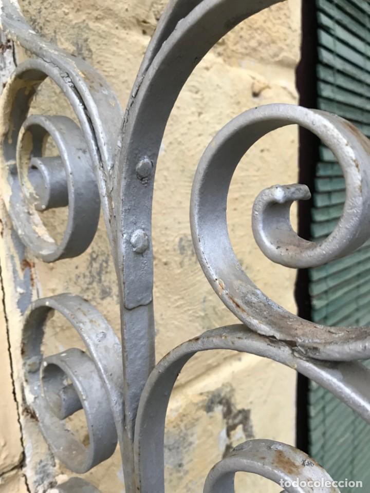 Antigüedades: Espectaculares y únicas, 2 antiguas rejas de Buche en hierro forjado de gran tamaño, Finales del XIX - Foto 11 - 195275703