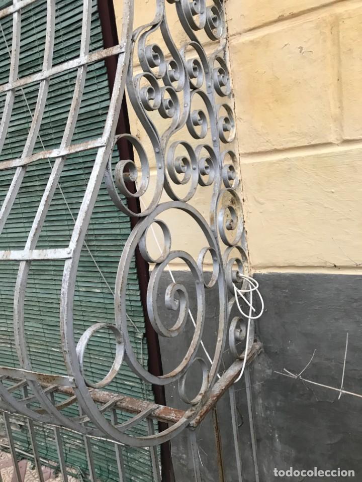 Antigüedades: Espectaculares y únicas, 2 antiguas rejas de Buche en hierro forjado de gran tamaño, Finales del XIX - Foto 15 - 195275703
