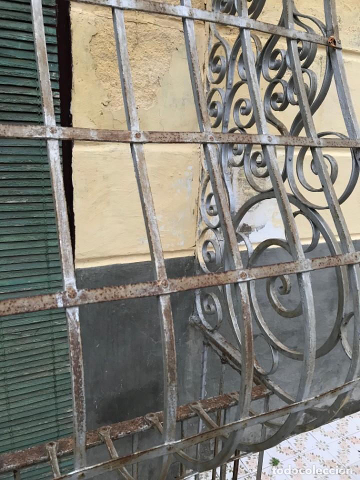 Antigüedades: Espectaculares y únicas, 2 antiguas rejas de Buche en hierro forjado de gran tamaño, Finales del XIX - Foto 20 - 195275703