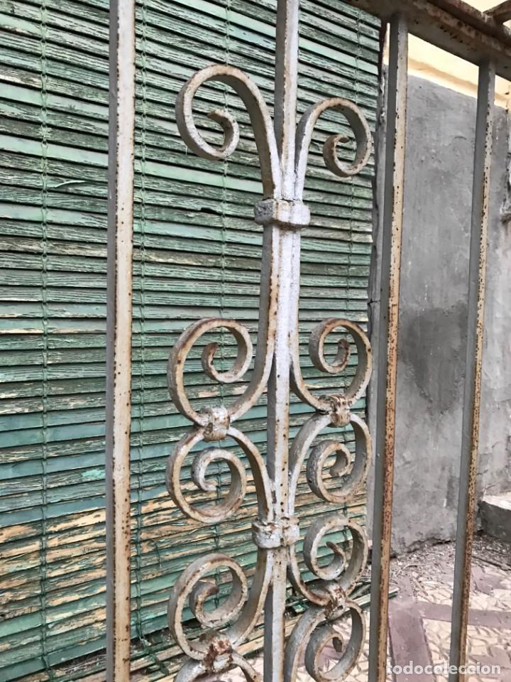 Antigüedades: Espectaculares y únicas, 2 antiguas rejas de Buche en hierro forjado de gran tamaño, Finales del XIX - Foto 22 - 195275703