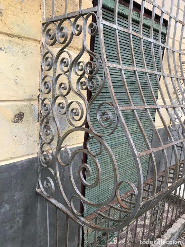 Antigüedades: Espectaculares y únicas, 2 antiguas rejas de Buche en hierro forjado de gran tamaño, Finales del XIX - Foto 25 - 195275703