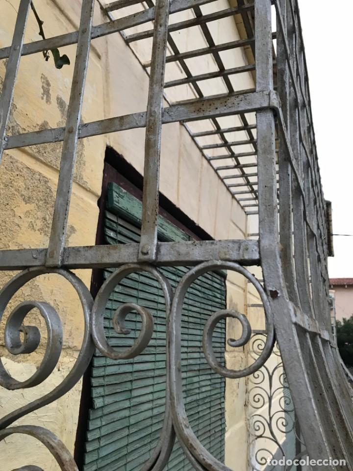 Antigüedades: Espectaculares y únicas, 2 antiguas rejas de Buche en hierro forjado de gran tamaño, Finales del XIX - Foto 26 - 195275703
