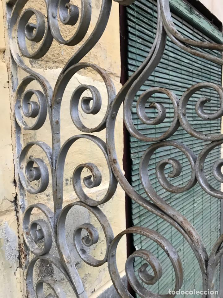 Antigüedades: Espectaculares y únicas, 2 antiguas rejas de Buche en hierro forjado de gran tamaño, Finales del XIX - Foto 27 - 195275703