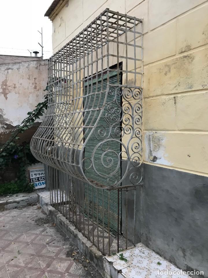 Antigüedades: Espectaculares y únicas, 2 antiguas rejas de Buche en hierro forjado de gran tamaño, Finales del XIX - Foto 30 - 195275703