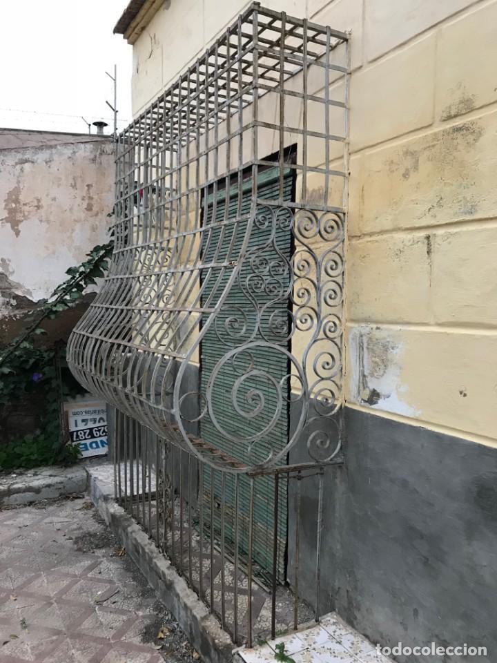 Antigüedades: Espectaculares y únicas, 2 antiguas rejas de Buche en hierro forjado de gran tamaño, Finales del XIX - Foto 31 - 195275703