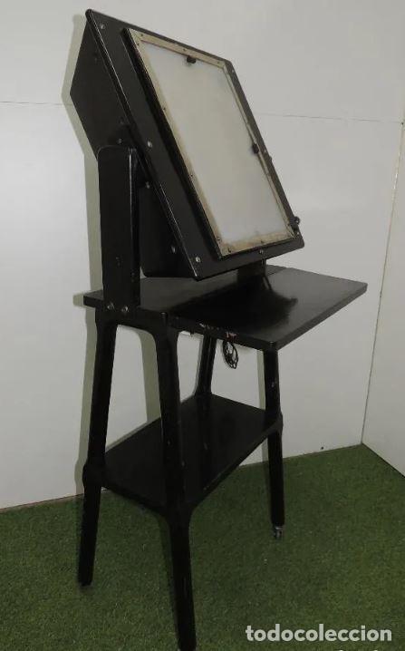 Antigüedades: Negatoscopio de los años 50 en mueble de madera. Espectacular aparato médico para visualizar las rad - Foto 2 - 195303130