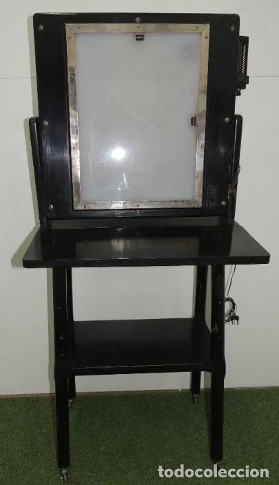 Antigüedades: Negatoscopio de los años 50 en mueble de madera. Espectacular aparato médico para visualizar las rad - Foto 5 - 195303130
