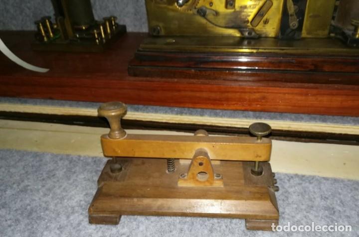 Antigüedades: Telégrafo centenario. Receptor morse. Impresionante aparato. Incluye su pulsador original. - Foto 5 - 195304433