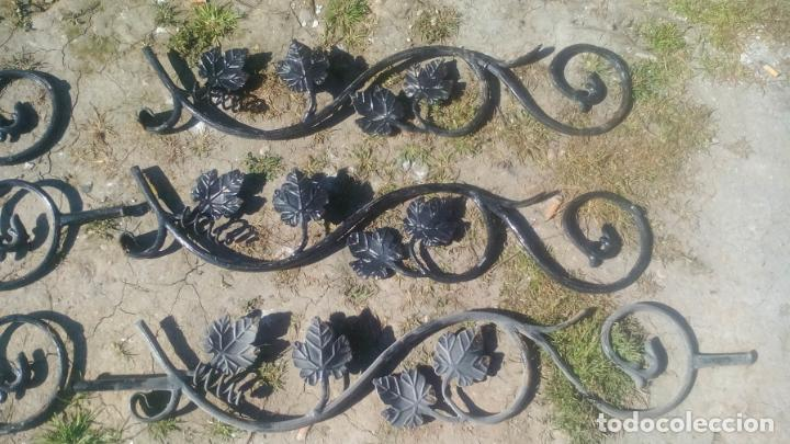 Antigüedades: LOTE DE 6 ELEMENTOS DE HIERRO DECORATIVO PARA VENTANAS o BARANDAS - Foto 2 - 195309868