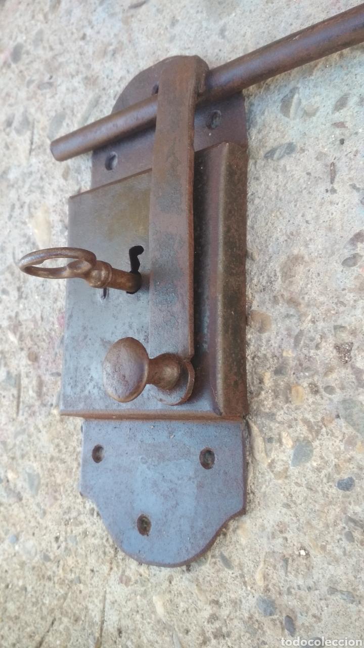 Antigüedades: Cerradura antigua con cerrojo. - Foto 2 - 195328632