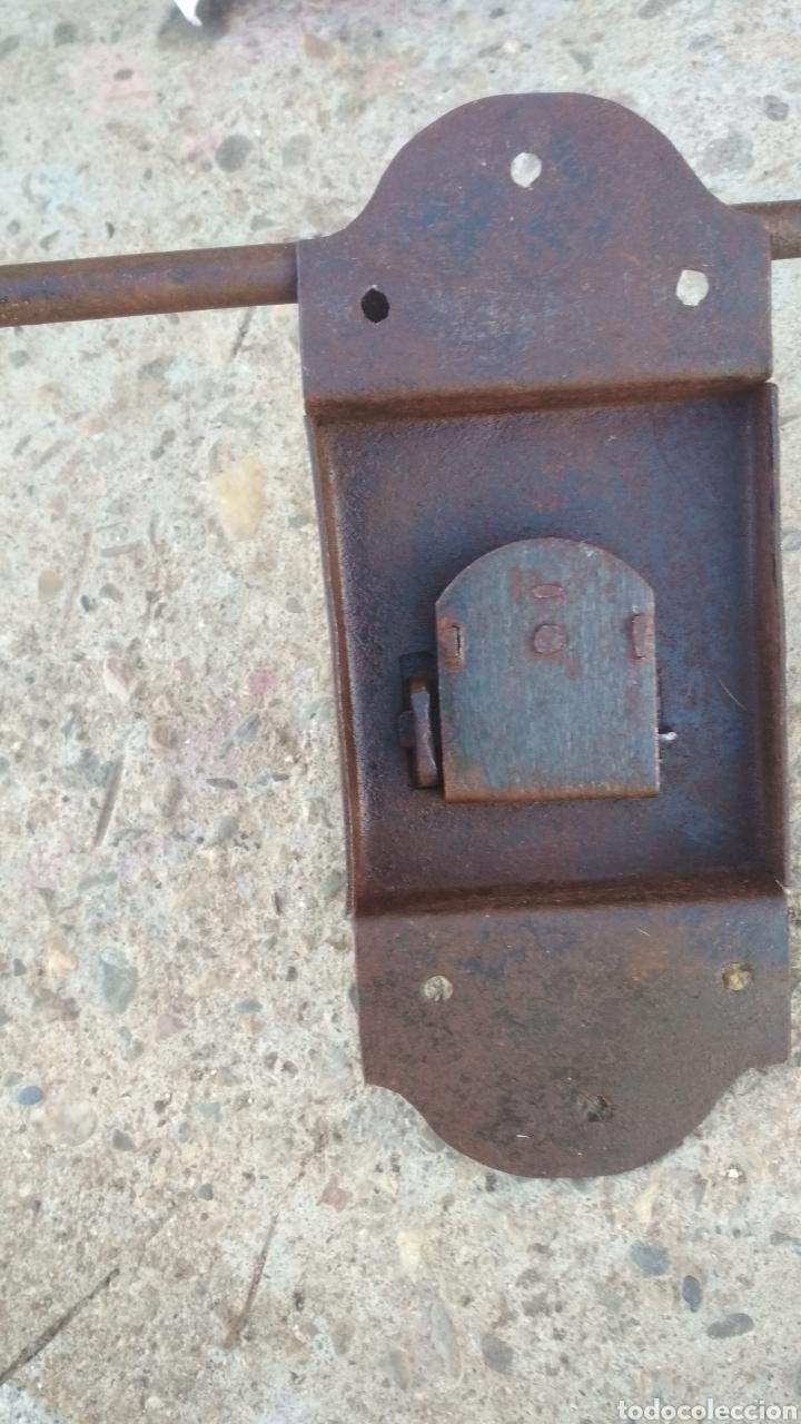 Antigüedades: Cerradura antigua con cerrojo. - Foto 3 - 195328632