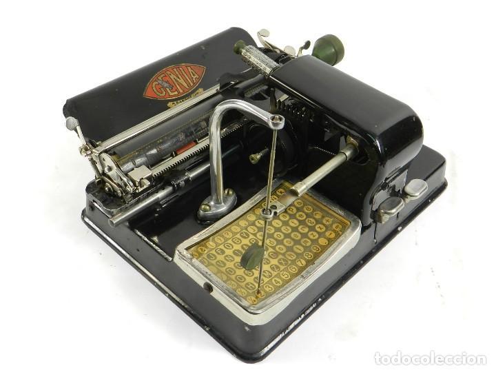 MAQUINA DE ESCRIBIR GENIA AÑO 1913 + COFRE TYPEWRITER SCHREIBMASCHINE (Antigüedades - Técnicas - Máquinas de Escribir Antiguas - Otras)