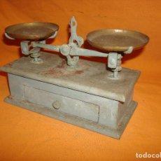 Antigüedades: BALANZA MADERA PEQUEÑA. Lote 195363161