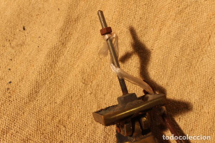 Antigüedades: tirador picaporte aldaba de bronce mano - Foto 2 - 195403761
