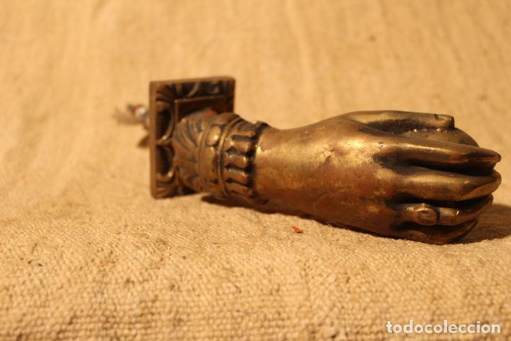 Antigüedades: tirador picaporte aldaba de bronce mano - Foto 7 - 195403761