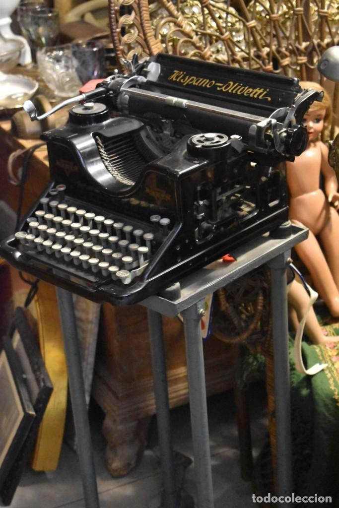 ANTIGUA MÁQUINA DE ESCRIBIR HISPANO OLIVETTI CON SU MESA DE RUEDAS (Antigüedades - Técnicas - Máquinas de Escribir Antiguas - Olivetti)