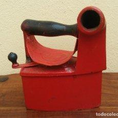 Antigüedades: ANTIGUA PLANCHA DE CARBÓN, TIPO CHIMENEA.. Lote 195425932