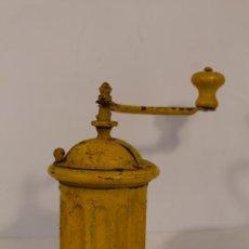 Antigüedades: MOLINILLO REDONDO DE CAFE - DE BARCO. Lote 195448345