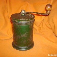 Antigüedades: MOLINILLO PARA MOLER CAFE ANTIGUO REDONDO VERDE. Lote 195482098