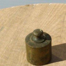 Antigüedades: PESA BRONCE DE 1 KILO. Lote 195488837