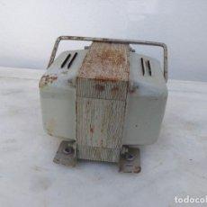 Antigüedades: TRANSFORMADOR ELEVADOR RADIO TELEVISIÓN VOLTIOS ELECTRICO CORRIENTE ELECTRICIDAD. Lote 195513957