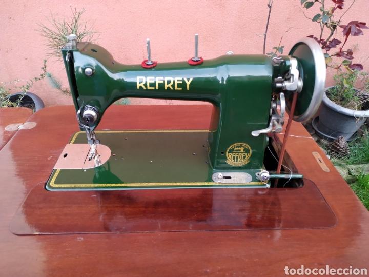 Antigüedades: Maquina de coser Refrey , con mueble precioso - Foto 9 - 195529665