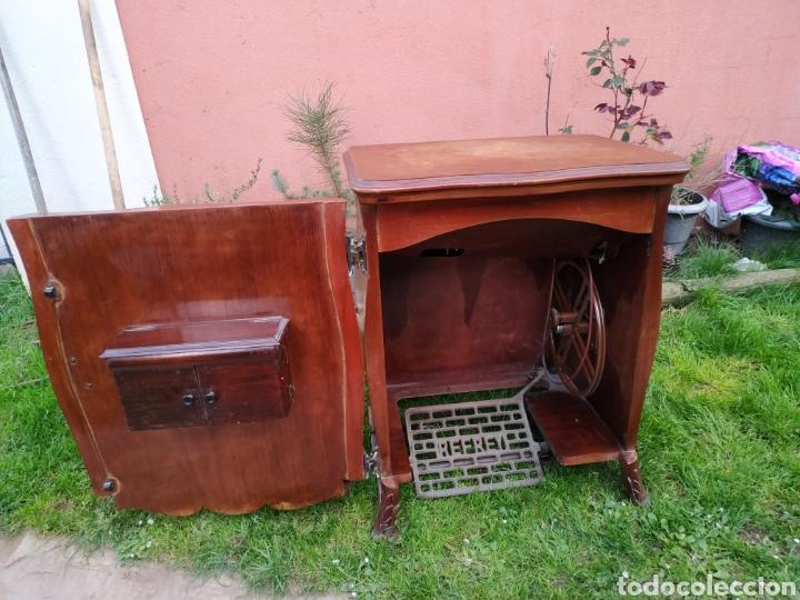 Antigüedades: Maquina de coser Refrey , con mueble precioso - Foto 14 - 195529665