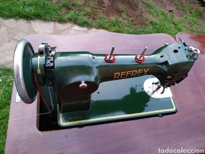 Antigüedades: Maquina de coser Refrey , con mueble precioso - Foto 15 - 195529665