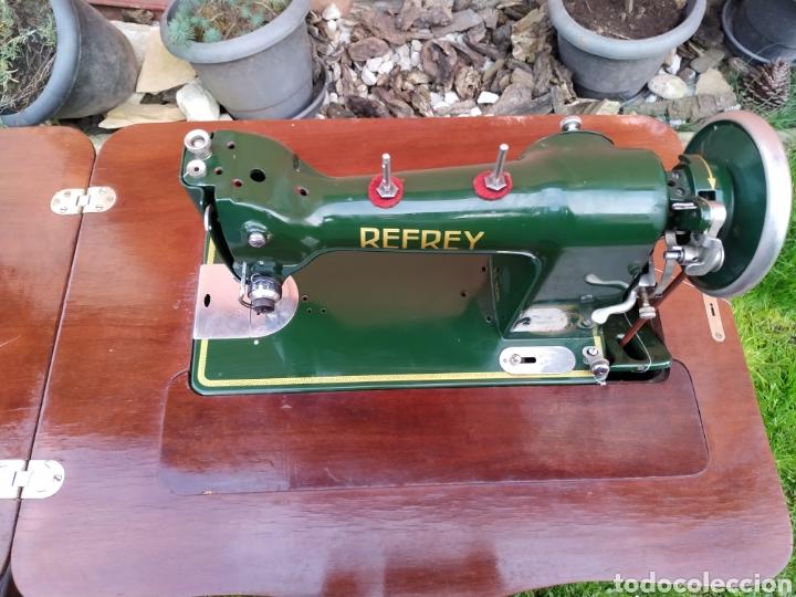 Antigüedades: Maquina de coser Refrey , con mueble precioso - Foto 18 - 195529665