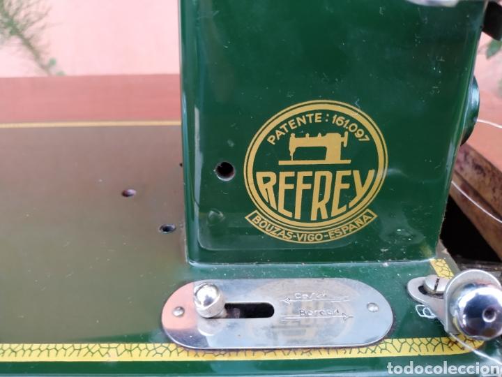 Antigüedades: Maquina de coser Refrey , con mueble precioso - Foto 25 - 195529665