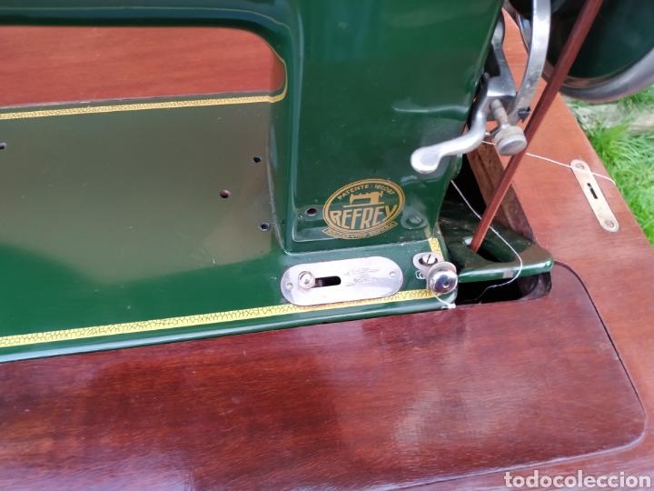 Antigüedades: Maquina de coser Refrey , con mueble precioso - Foto 32 - 195529665