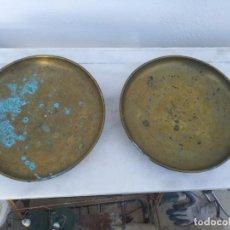 Antigüedades: 2 PLATOS DE CHAPA BRONCE O LATON PARA BASCULA O BALANZA. Lote 195572491