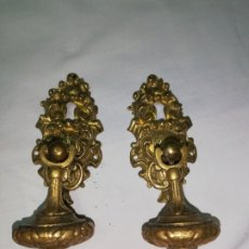 Antigüedades: DOS TIRADORES EN BRONCE PARA MUEBLES DE MADERA ANTIGUOS. Lote 195672638