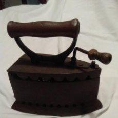 Antigüedades: PLANCHA ANTIGUA DE HIERRO DE REJILLA. Lote 195730961