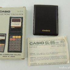 Antiquités: VINTAGE CALCULADORA CASIO SL-85 DE BOLSILLO DE CELDA SOLAR HECHO EN JAPON. Lote 195732441