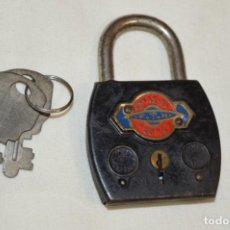 Antigüedades: FTH / F T H - ANTIGUO CANDADO Y SUS 2 LLAVES - FUNCIONA CORRECTAMENTE, MADE IN FRANCE - ¡MIRA!. Lote 195748776