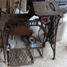 Antigüedades: ANTIGUO PIE DE MAQUINA DE COSER, MUY RARO. Lote 195888957