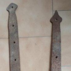 Antigüedades: LOTE 2 BISAGRAS,AGUAZAS GRANDES DE PORTON. Lote 195958252